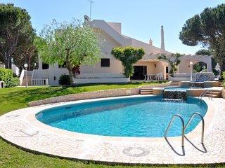 Ferienhaus für 10 Personen, mit Schwimmbad