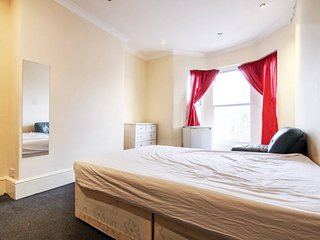 Big, Beautiful, Clean and Quiet Bedroom in Zone 2