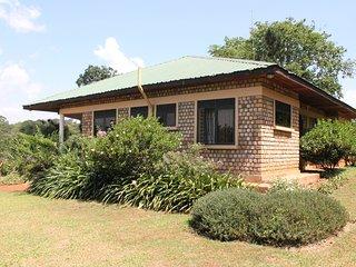 The Farm Cottage, apt. 2 - peaceful countryside accommodation, Mukono