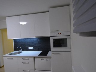 Central Ground Floor Apartment with Parking