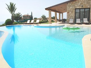 Amazing Luxury Villa, In Paphos, Extremely Large Pool. Jacuzzi, Gym, Games Room