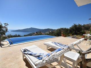 Charming 2 Bedroom Villa with Stunning Uninterrupted Sea Views