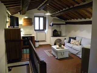 Rustic, cozy and quaint 1 bedroom apartment in the Heart of Cortona