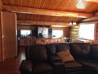 Authentic Alaskan log home upper suite
