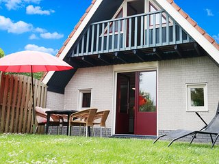 6 pers. house at a typical dutch gracht, close to the national park Lauwersmeer