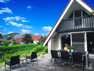6 pers. house at a typical dutch canal, close to the National Park Lauwersmeer