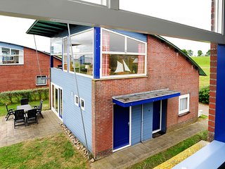 6 pers. Lakefront house 'anne' with nice view of the Lauwersmeer