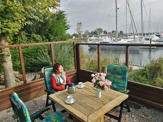 6 pers. Chalet Seesicht located at the Lauwersmeer with own fishing pier.