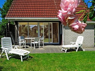 6 pers. Holiday home near Wadden Sea Friesland