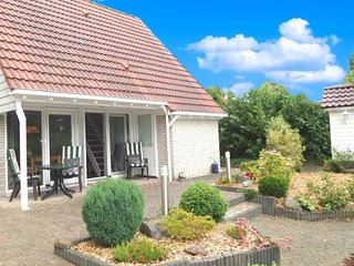 4 pers Modern holiday home with fenced garden, close the Lauwersmeer