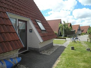 6 pers. house on a typical dutch gracht Close to the national park Lauwersmeer