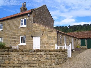 Manor House Farm Cottage - cosy in gorgeous countryside near Scarborough