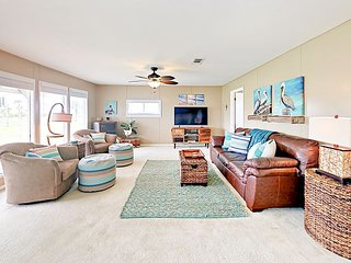 Gulf Getaway 2BR Harbor View All-Suite w/ West Bay Views - Walk to Beach