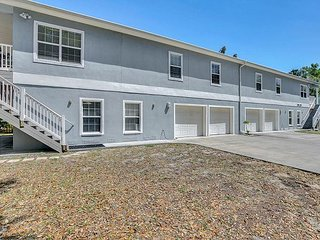 4BR, 2BA Duplex in Tarpon Springs – Minutes to America's Best Beaches!