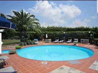 TUSCAN VILLA WITH POOL AND TENNIS COURT, WI FI PET FRIENDLY