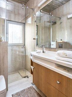Bathroom with shower on the ground floor