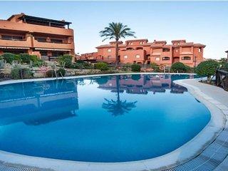Amplio apartamento a 300m del mar: terraza, piscina, a/c, Wi-Fi