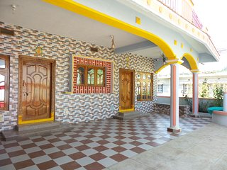THELMA'S FAMILY HOME WITH FULLY EQUIPPED KITCHEN-2 KM FROM MADIKERI BUS STAND-01