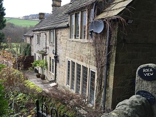 Rock View Cottage, Froggatt, near to Chatsworth and Bakewell, Peak District