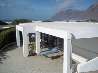 BUNGALOW KOSTBIZ IN FAMARA FOR 2P