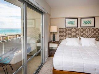 MONTHLY Ilikai 2525 Luxury 2 BR, 2 BTH, Corner End Condo, Wrap around Ocean & Ci