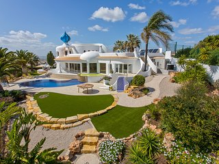 Superb luxury villa with stunning panoramic views