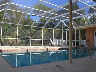 Renovated, Heated Pool, HDTV, WiFi, beach 5min drive