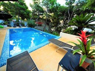 Villa Oasis Hvar – Modern pool villa near center of Hvar
