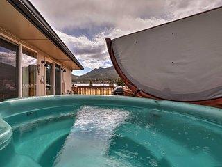Refurbished Home w/ Mtn Views - Walk to Lake Estes