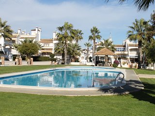 Ground floor apartment in lovely area of Los Dolses with communal pool