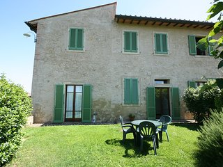 Podere il Pino 3 - 2 bedroom apartment with private garden and shared pool