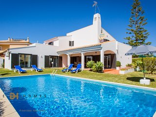 4 BEDROOMS VILLA FOR HOLIDAYS IN VILAMOURA/QUARTEIRA WITH FREE TRANSFER