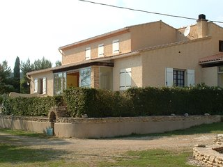 LS2-303 FENIERO Villa with a private swimming pool in the heat of Luberon