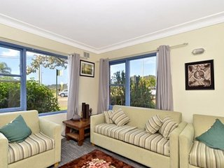 ETTALONG WATERFRONT APARTMENT 1