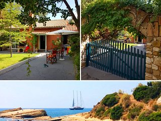 Cozy 2 bedroom bungalow Kefalonia: cute beach nearby. Private, fenced territory.