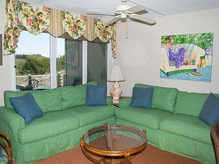 Multi-level Oceanside Condo Near Fort Macon State Park