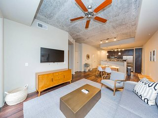 West Side Condo w/ Gym & Pool