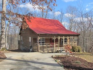 THE HONEY HOLE CABIN! 3 Bedroom 2 Bath Cabin at Lake Cumberland Resort