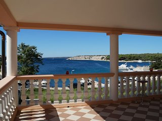 Apartment 5 *** 2 – 4 Persons ***