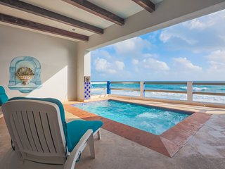 Caribbean Oceanfront Retreat in Heart of El Centro, short walk to North Beach