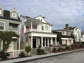 """Little"" Balboa Island, Custom Cape Cod with Water Views, Close to Town!"