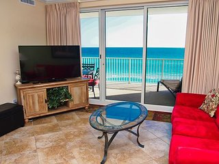 Relax and Enjoy the Free Beach Service in this Ocean Reef 2 Bedroom Condo!