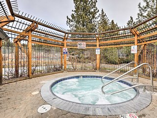 'Lake Forest Hideaway' w/Hot Tub: 10 Min to Skiing