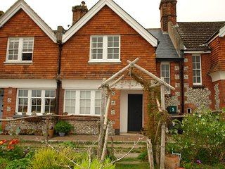 56299 Cottage situated in Eastbourne (1.5mls SW)