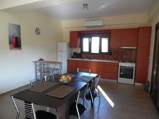 ARTEMIS: 1 beautiful appartments with sea view, holiday rental in Pitsidia