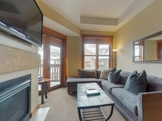 Cozy, modern condo w/ shared hot tub & sauna - views of the Village