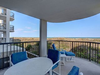 DR 2106 -  Relax at this comfortable oceanfront condo with pool and tennis