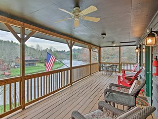 NEW! 'Otter Cottage' Riverside Cabin in Murphy!