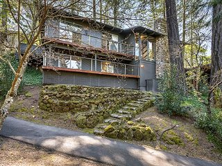 Luxury 4BR in Saint Helena–Mid-Century Modern w/Spa Access, close to Wineries