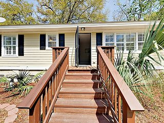 Updated 3BR West Oak Forest Getaway w/ Outdoor Living - 4 Miles to Downtown